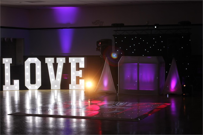 Wedding Photo Booth Magic Mirrors And Selfie Pod Hire
